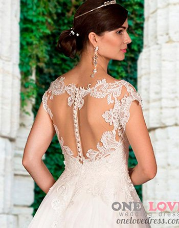 красивая спинка свадебного платья