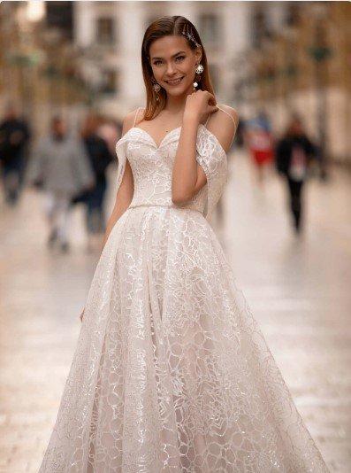 свадебное платье со спущенными плечами