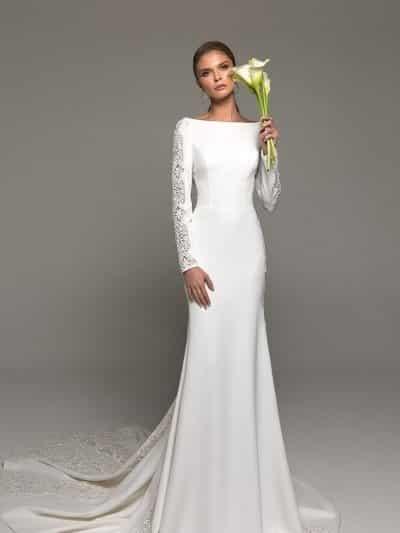 Прямое атласное свадебное платье 7