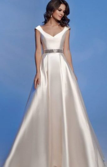 Вечернее платье цвета айвори