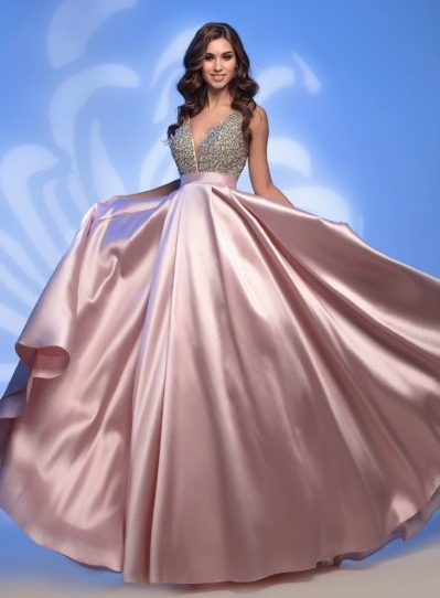 Вечернее платье с пышной атласной юбкой