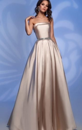 Вечернее платье без бретелей
