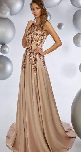 Вечернее платье пудрового цвета